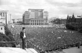 Общество, стремящееся к власти: демократизация или дестабилизация?
